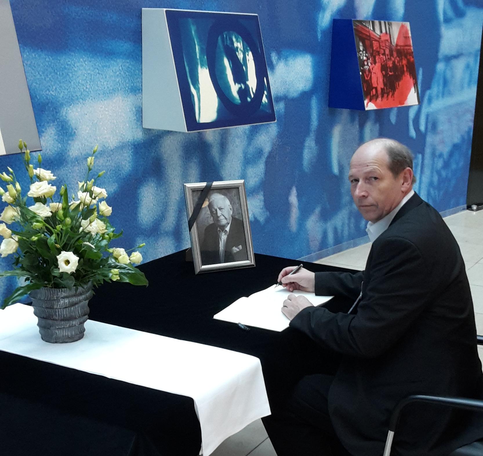 Kreisvorsitzender Jürgen Holland-Nell kondoliert Helmut Schmidt
