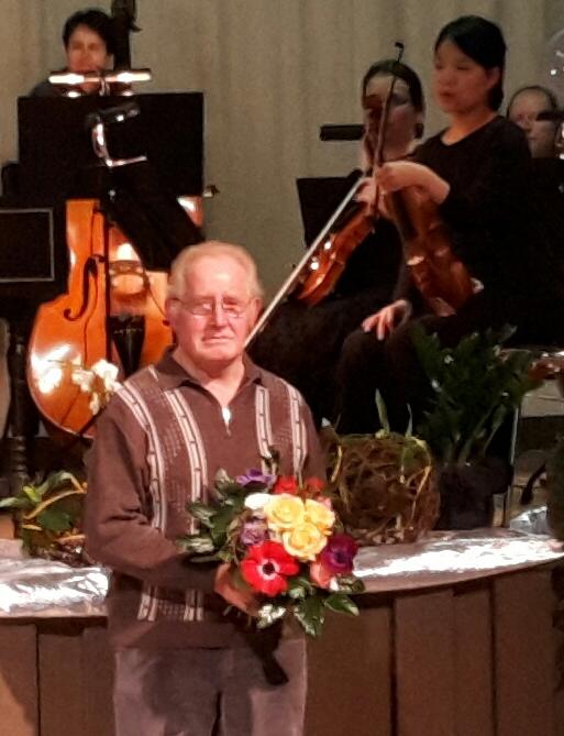 Fred Börner (SPD) wird für sein langjähriges kommunalpolitisches Engagement geehrt.