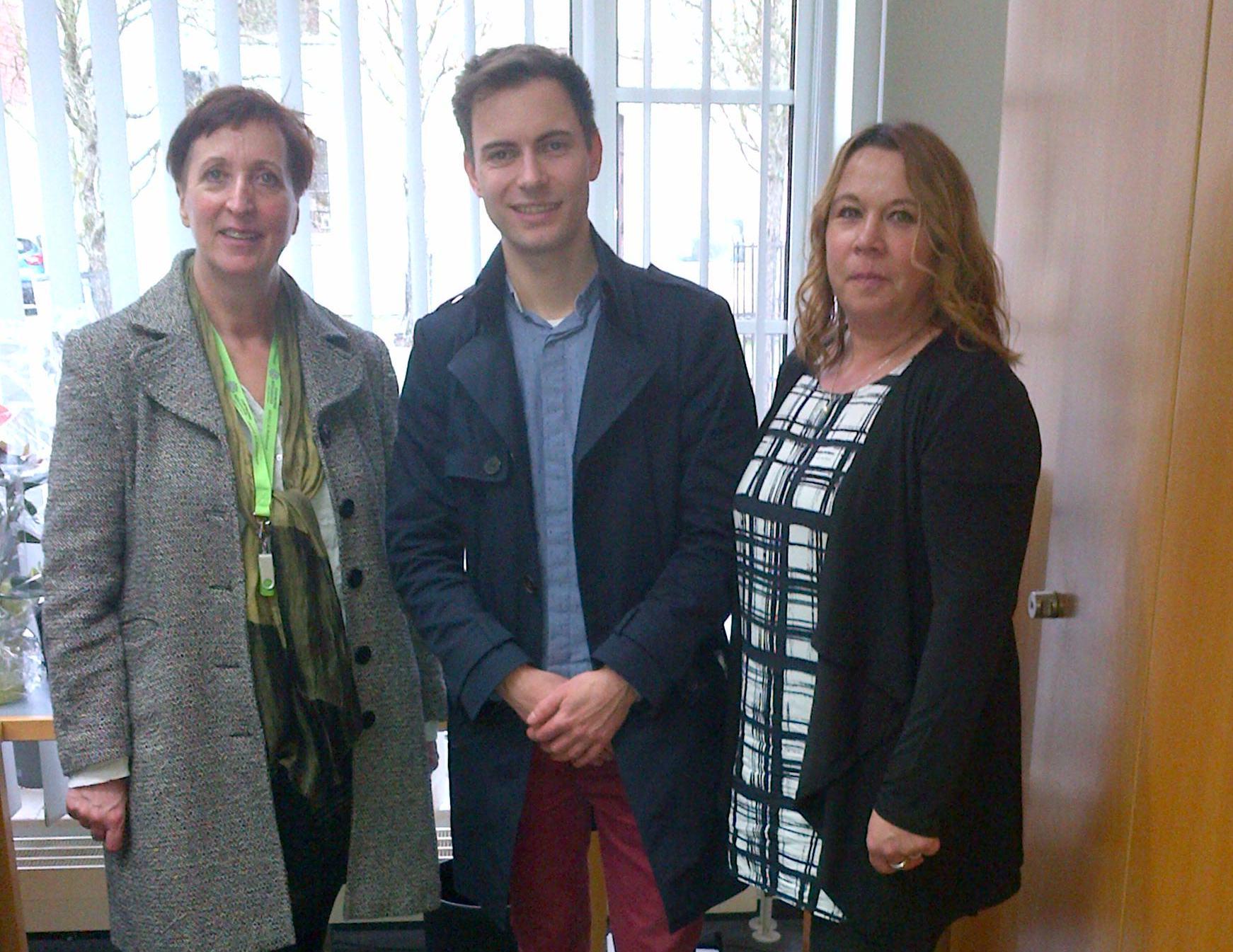 v.l.: Heidi Brandt (Geschäftsführerin); Maik Klotzbach (Vereinsmitglied, SPD Wartburgkreis), Kerstin Winter (Mitarbeiterin)