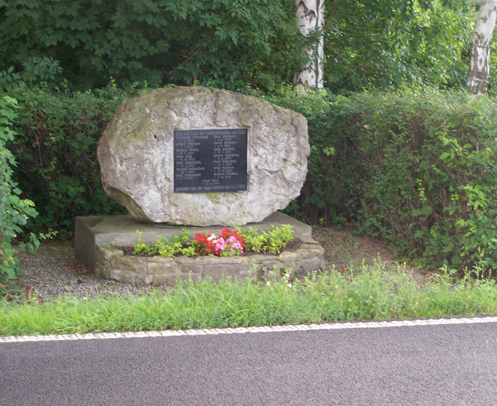 Das Denkmal an der B7 bei Mechterstädt (Von Metilsteiner - Eigenes Werk, CC BY 3.0, https://commons.wikimedia.org/w/index.php?curid=9787652)