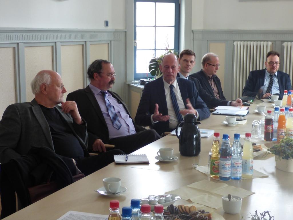 Wirtschaftsminister Tiefensee mit Vertretern der Gemeinde und der Werra-Weser-Anrainerkonferenz