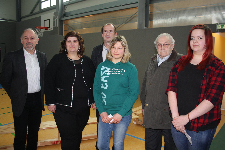 v. l.: Schulleiter Uwe Schwanz, Heidrun Sachse (SPD Eisenach), Patricia Steitz, Lutz Kromke (SPD), Kurt Fischbach, Angelina Kubald