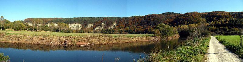 Werradurchbruch mit Nordmannsteinen bei Creuzburg (Von User: Celsius auf wikivoyage shared, CC BY-SA 3.0, https://commons.wikimedia.org/w/index.php?curid=22704349)